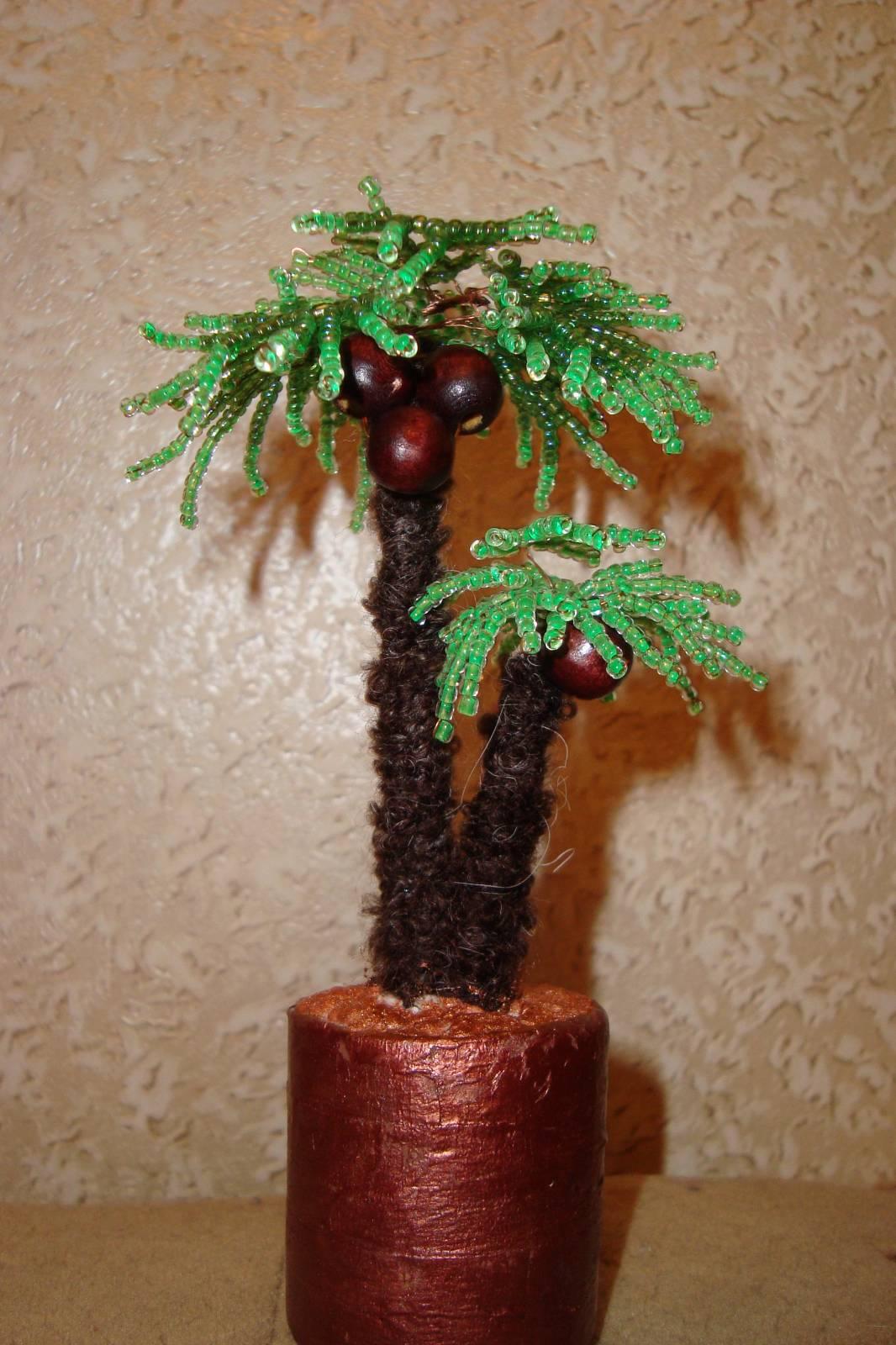 Пальма из бисера(с кокосами) .